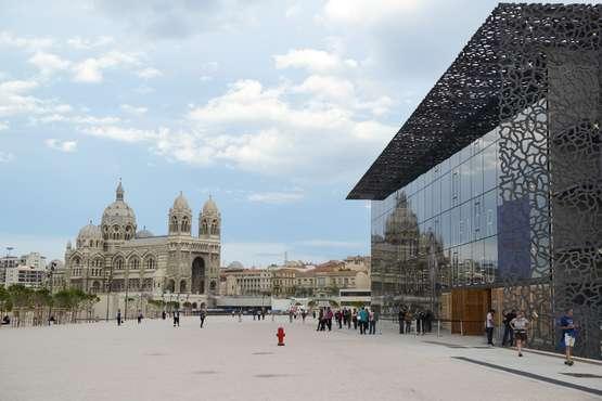 La cathédrale la Major faisant face au MuCEM © Atout France/Cédric Helsly/Architecte: Rudy Ricciotti