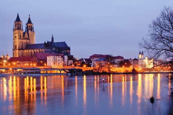 Abendaufnahme Dom und Elbe © Magdeburg Marketing, Andreas Lander