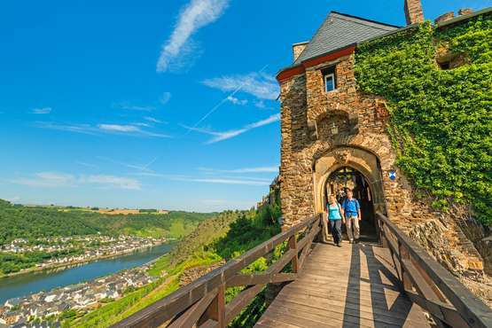Burg Thurant mit Blick über das Moseltal bei Alken © Rheinland-Pfalz Tourismus GmbH/Dominik Ketz