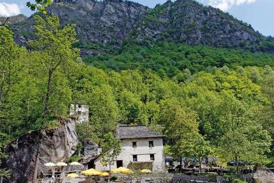 Grotto Pozzasc - Peccia © Ticino Turismo - Remy Steinegger