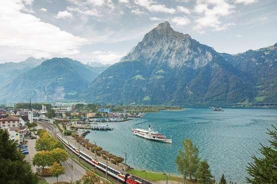 Gotthard Panorama Express in Flüelen © SBB CFF FFS