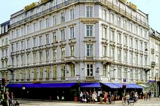 Grand Hotel  <span class='stars'>4</span>