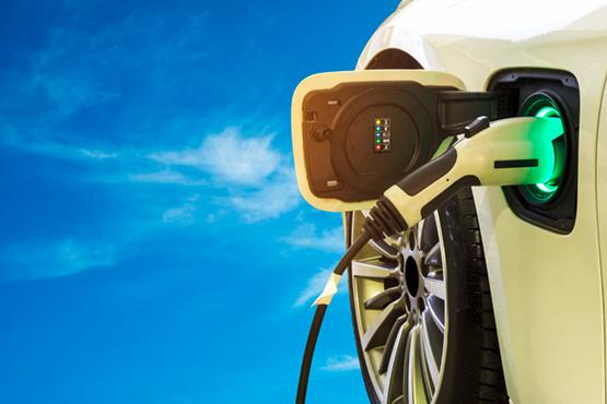 Gibt es im Europa-Park Ladestationen für Elektro- oder Hybrid-Fahrzeuge?