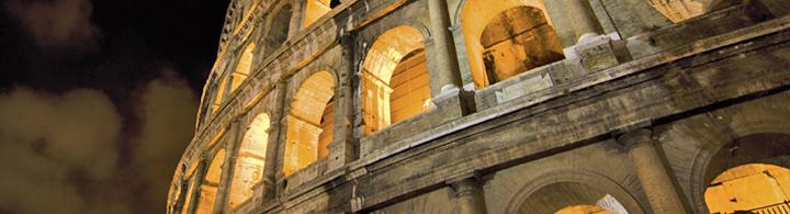 Der Mond über dem Kolosseum