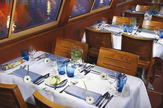 Abendessen auf dem Schiff