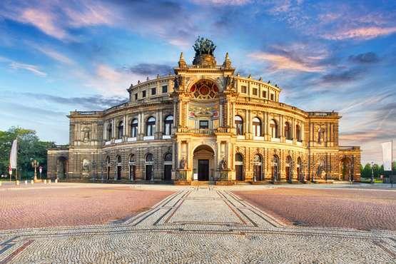Tour de ville & visite de l'Opéra Semer sans attente