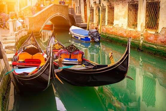 Gondola tour – Venice