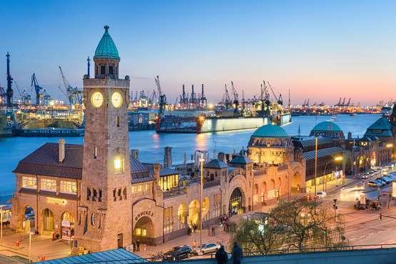 Abendliche Lichterfahrt im Hafen