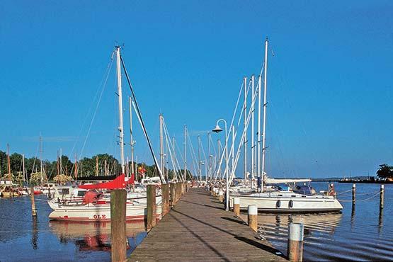 Deutschlands grösste Insel mit dem Velo erleben, heißt abseits der grossen Verkehrswege, neben feinsandigen und langen Stränden und Buchten den vielseitigen Charakter ihrer Landschaft und Reize kennenzulernen: