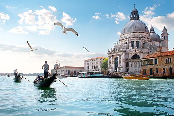 Découvrez les villes italiennes en train.