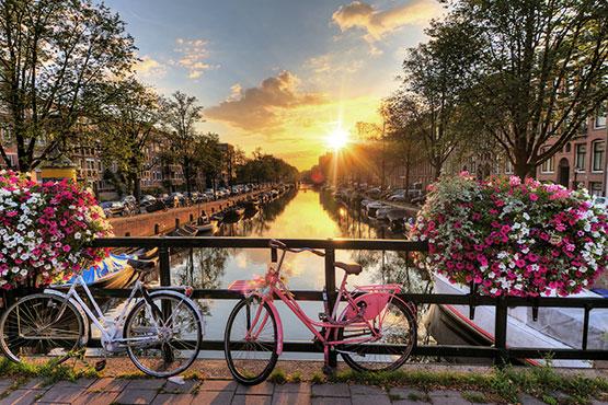 Die Stadt lässt sich zu Fuss, mit dem Boot oder dem Velo ideal erkunden und hat für jede Gruppe viel zu bieten.